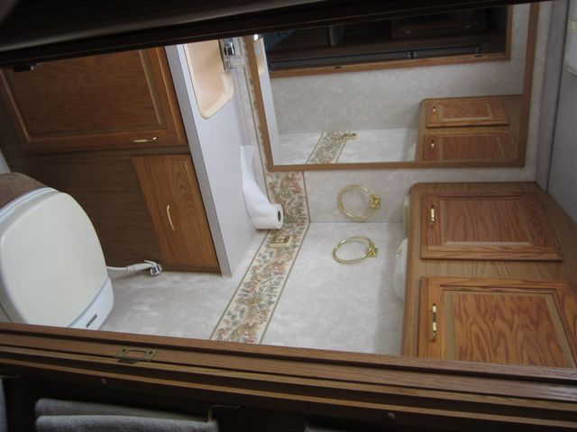1999 Ford Bounder  Motorhome 34' Houston, Mississippi 19