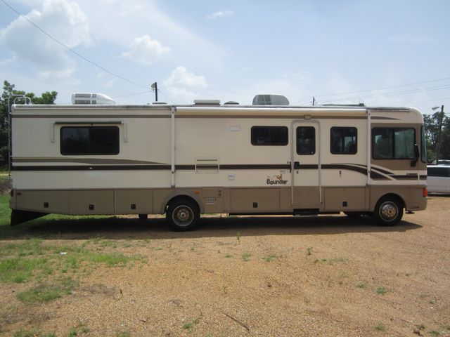 1999 Ford Bounder  Motorhome 34' Houston, Mississippi 3