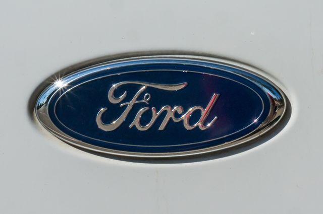 1999 Ford Super Duty F-250 XLT in Reseda, CA, CA 91335