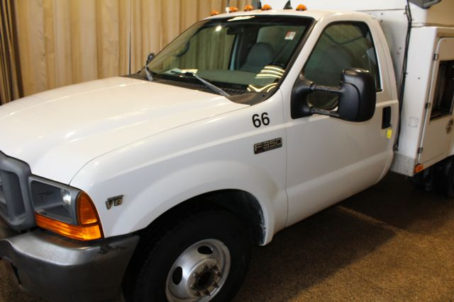 1999 Ford Super Duty F-350 DRW XL in Roscoe IL, 61073