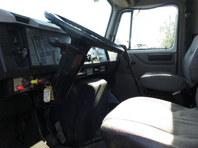 1999 International 4900 in Ravenna, MI 49451