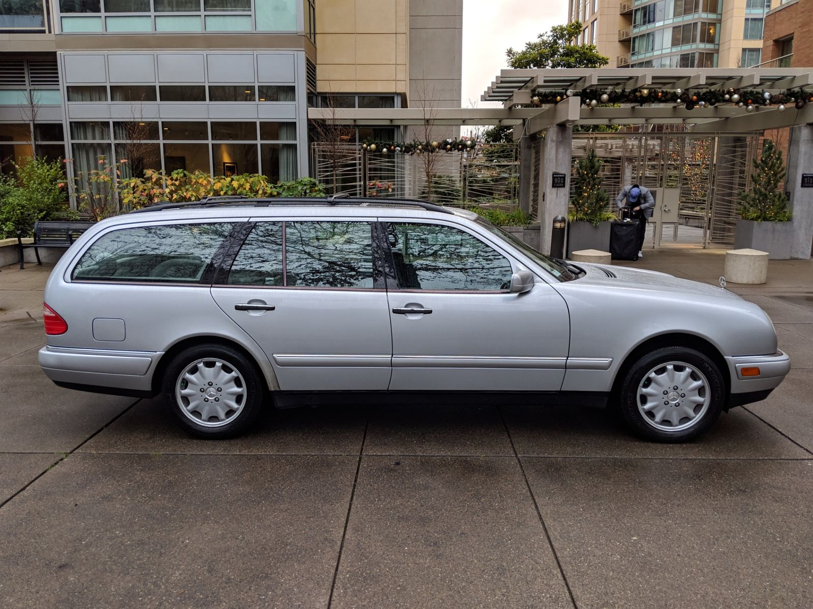 1999 Mercedes Benz E320 4Matic Wagon 7 Passenger All Wheel Drive Local 2 Owner History