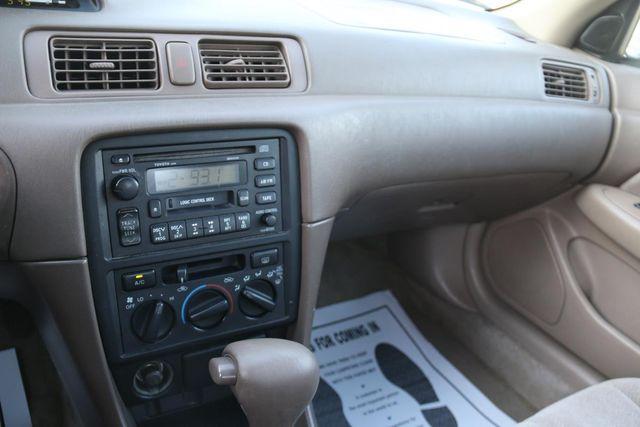 1999 Toyota Camry LE Santa Clarita, CA 19