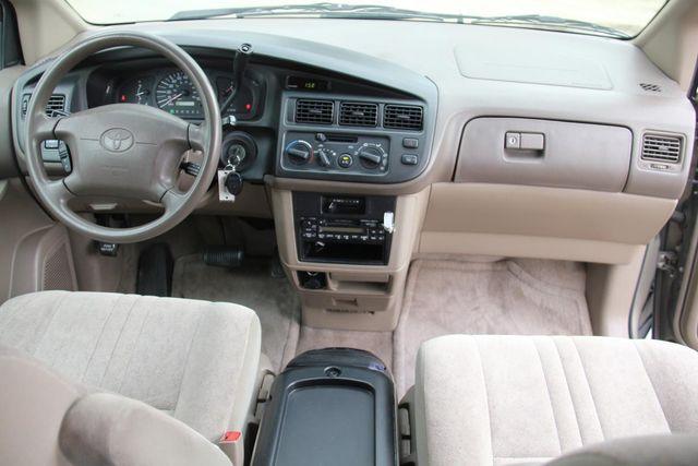 1999 Toyota Sienna CE Santa Clarita, CA 7