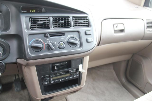 1999 Toyota Sienna CE Santa Clarita, CA 19