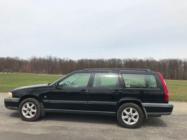 1999 Volvo V70 XC Ravenna, Ohio 1
