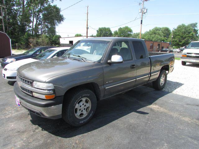 2000 Chevrolet Silverado 1500 LS in Fremont, OH 43420