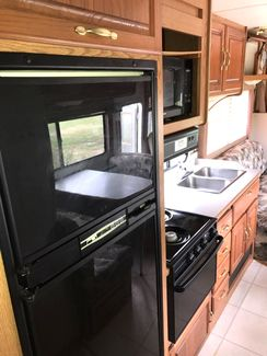2000 Four Winds -Sleeps 4-6! Class C-KITCHEN-LIVING ROOM! DRIVEN FROM FL!! E450-LOW MILES!! CARMARTSOUTH.COM Knoxville, Tennessee 9
