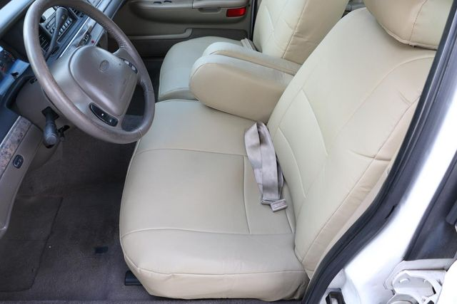 2000 Ford Crown Victoria LX Santa Clarita, CA 13