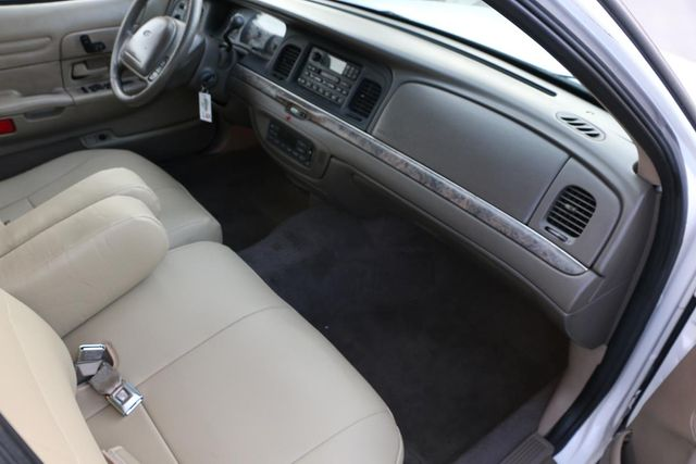 2000 Ford Crown Victoria LX Santa Clarita, CA 9