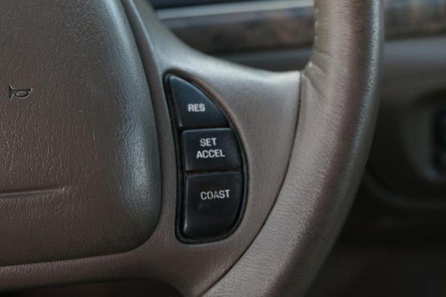 2000 Ford Crown Victoria LX Santa Clarita, CA 25
