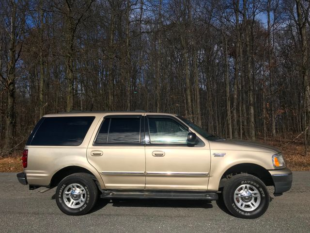 2000 Ford Expedition XLT Ravenna, Ohio 4