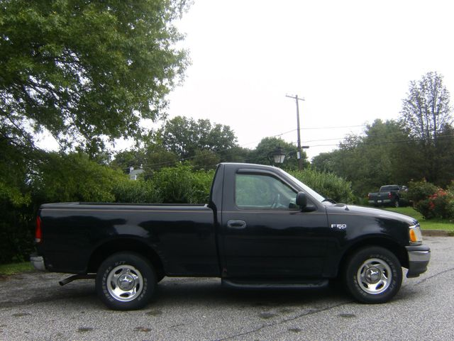 2000 Ford F-150 Short Bed in West Chester, PA 19382