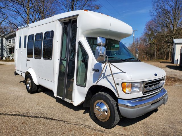 2000 Ford Startrans Bus 12 passeger Wheelchair Acccessible