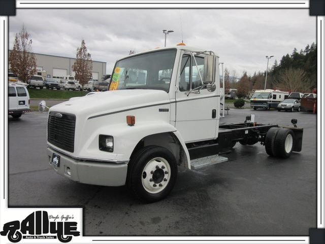 2000 Freightliner F650 Cab & Chassi