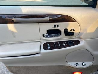 2000 Lincoln Town Car Signature  city ND  Heiser Motors  in Dickinson, ND
