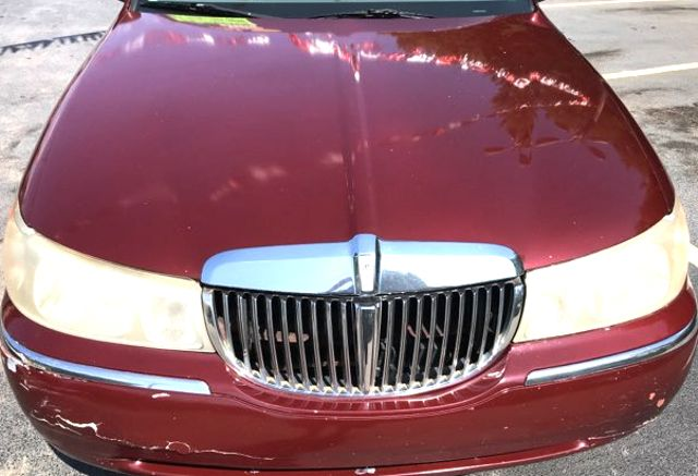 2000 Lincoln Town Car Executive Knoxville, Tennessee 1