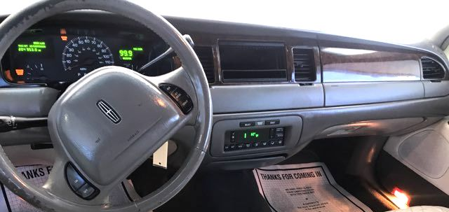2000 Lincoln Town Car Executive Knoxville, Tennessee 9
