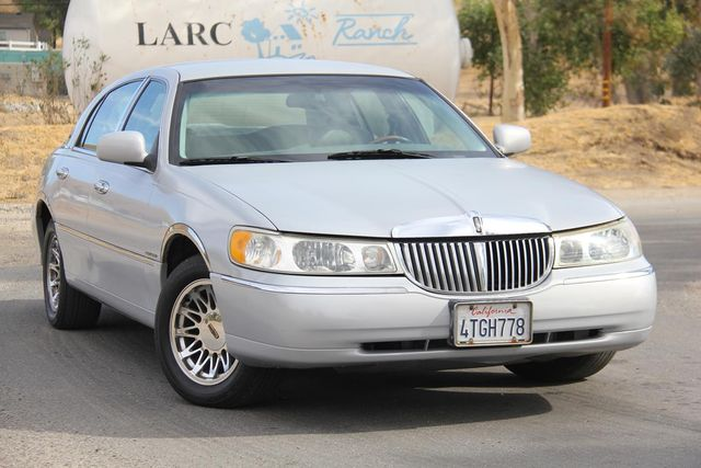 2000 Lincoln Town Car Cartier Santa Clarita, CA 3