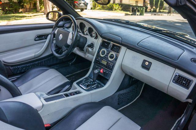 2000 Mercedes-Benz SLK230 Kompressor Reseda, CA 40