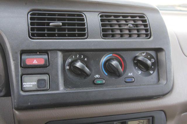 2000 Nissan Frontier XE Santa Clarita, CA 17