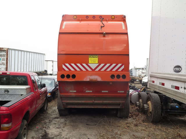 2000 Other Garbage Truck Side Fill in Ravenna, MI 49451