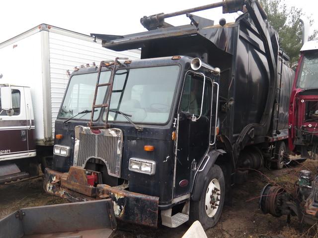 2000 Peterbilt 320 Garbage Truck