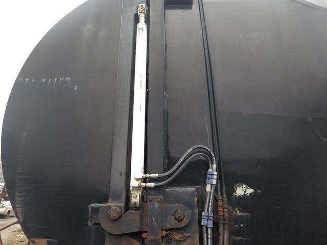 2000 Peterbilt 320 Garbage Truck in Ravenna, MI 49451