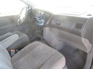 2000 Toyota Sienna LE Gardena, California 7