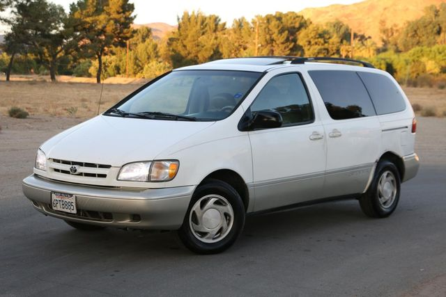 2000 Toyota Sienna XLE Santa Clarita, CA 1