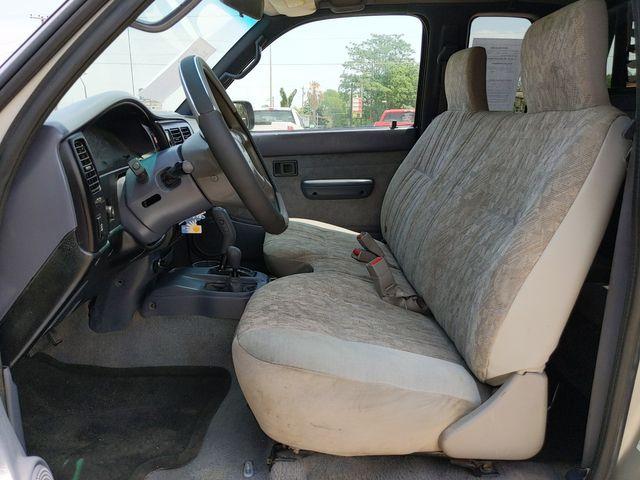 2000 Toyota Tacoma in Pleasanton, TX 78064