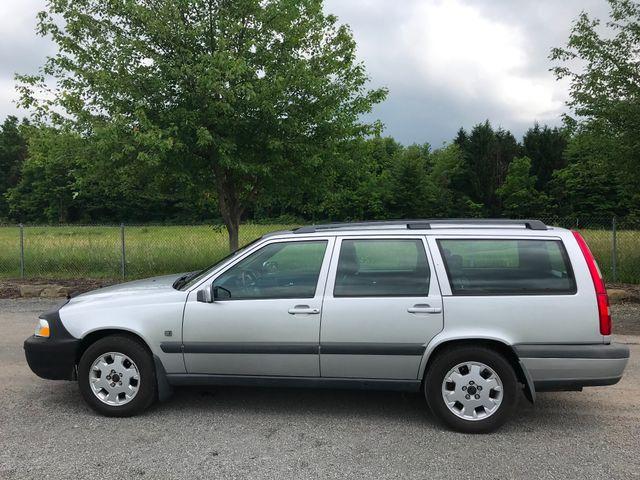 2000 Volvo V70 Ravenna, Ohio 1
