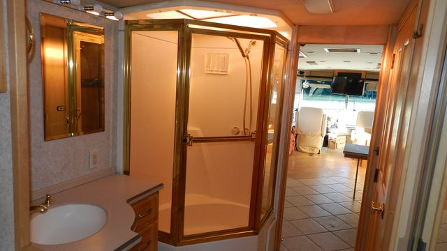 2000 Winnebago ULTRAFREEDOM 40 JD Hudson , Florida 10