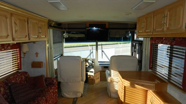 2000 Winnebago ULTRAFREEDOM 40 JD Hudson , Florida 17