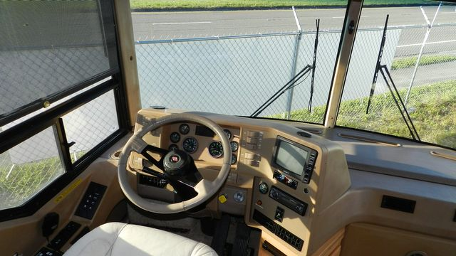 2000 Winnebago ULTRAFREEDOM 40 JD Hudson , Florida 4