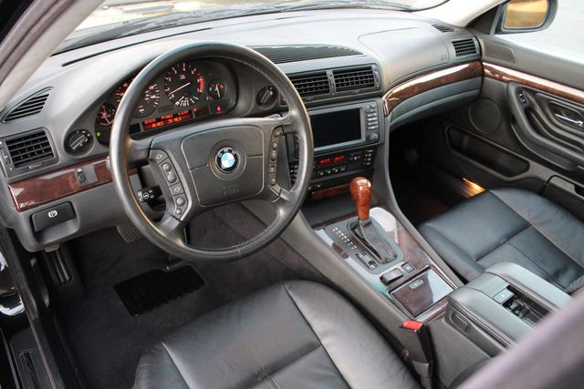 2001 BMW 740i SPORTS PKG 83K MLS XENON NAVIGATION SERVICE RECORDS AVAILABLE in Woodland Hills, CA 91367