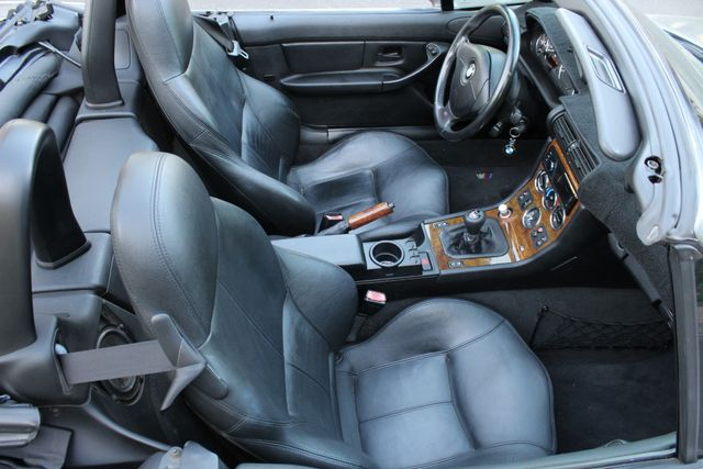 2001 BMW Z3 2.5i SPORTS PKG MANUAL A/C XLNT CONDITION in Van Nuys, CA 91406