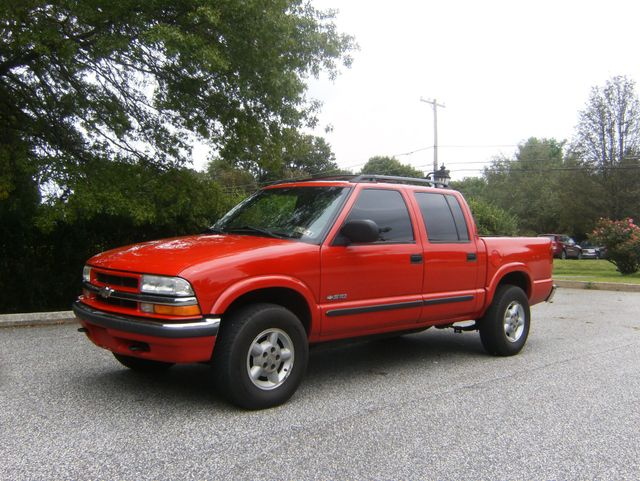 2001 Chevrolet S-10 LS Crew Cab 4WD in West Chester, PA 19382