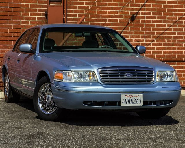 2001 Ford Crown Victoria LX Burbank, CA 1