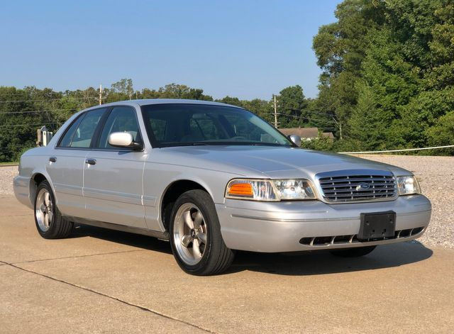 2001 Ford Crown Victoria LX in Jackson, MO 63755