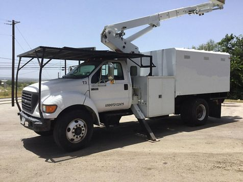 2001 Ford F750 FORESTRY BUCKET TRUCK   in Fort Worth, TX