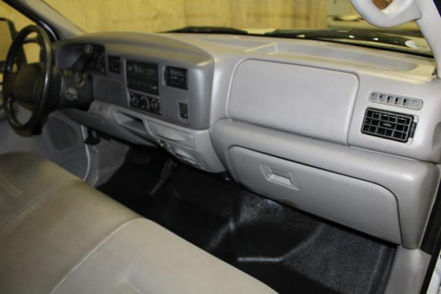 2001 Ford Super Duty F-350 DRW XL in Roscoe IL, 61073