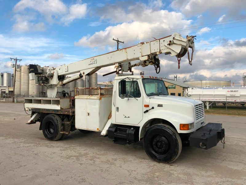 2001 International 4300 DIGGER DERRICK   city TX  North Texas Equipment  in Fort Worth, TX