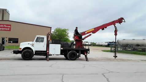 2001 International  4700 DT466E DIGGER DERRICK, POLE GRAB AND WINCH in Fort Worth, TX