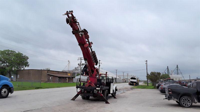 2001 International 4700 DT466E DIESEL  MATERIAL HANDLER DIGGER DERRICK  city TX  North Texas Equipment  in Fort Worth, TX