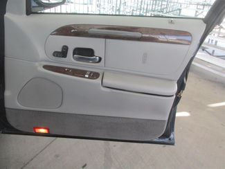 2001 Lincoln Town Car Executive Gardena, California 12