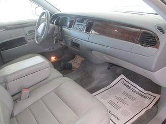 2001 Lincoln Town Car Executive Gardena, California 7