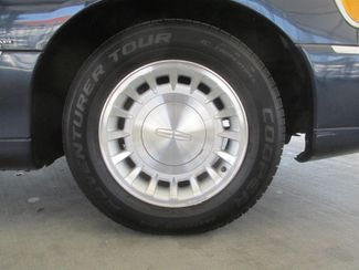 2001 Lincoln Town Car Executive Gardena, California 13