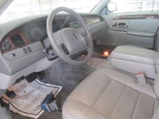 2001 Lincoln Town Car Executive Gardena, California 4