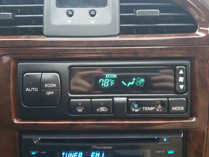 2001 Nissan Pathfinder LE 4 Wheel Drive  Heated Leather Moonroof Very Nice Local History  city Washington  Complete Automotive  in Seattle, Washington